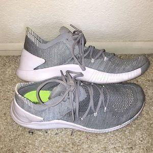 LIKE NEW Nike Frees
